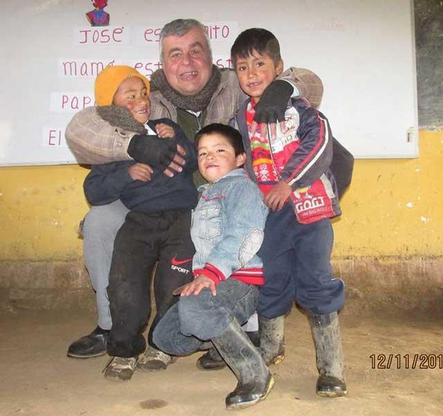 Daniel con niños